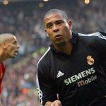 Ronaldo được bầu làm trung phong hay nhất mọi thời đại