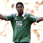 CĐV cầu xin Ronaldinho về chơi cho Chapecoense