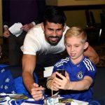 Gạt bỏ nỗi lo xuống hạng, Chelsea đem lại niềm vui cho trẻ thơ