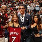 Ronaldo trở thành khách quý của đội bóng rổ Mỹ