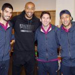 Henry ghé thăm buổi tập của Barca trước trận gặp Arsenal