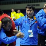 Tuyển thủ futsal Việt Nam đấm chảy máu miệng HLV vì vui mừng