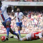 Arsenal tụt xuống thứ tư ở Ngoại hạng Anh