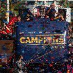 Biển người mừng chức vô địch La Liga với Barca