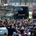 CĐV West Ham tấn công xe chở cầu thủ Man Utd
