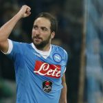 Higuain lập cú đúp, Napoli đánh bại Inter lên ngôi đầu Serie A