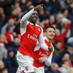 Welbeck thành người hùng, Arsenal bắn hạ Leicester