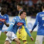 Napoli thắng trở lại, soán ngôi đầu của Juventus