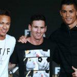 Ronaldo giúp đỡ Neymar như thế nào ở lễ trao giải Quả bóng Vàng