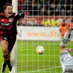 Chicharito: 'Van Gaal nói tôi có 1% cơ hội ở lại Man Utd'
