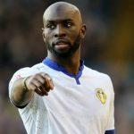 Cắn người, cầu thủ Leeds bị treo giò tám trận