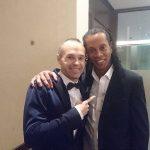 Iniesta và Ronaldinho cùng giành giải thưởng