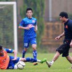 Tuyển thủ Việt Nam vào bóng quyết liệt với HLV Hữu Thắng