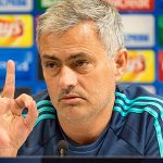 Mourinho phản kích Le Saux khi Chelsea tới Israel thi đấu