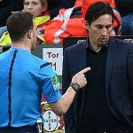 HLV của Leverkusen bị cấm năm trận vì làm trọng tài 'dỗi'