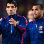 Dani Alves và Suarez quậy trên băng ghế dự bị Barca