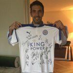 Buffon xúc động với món quà từ Leicester City và Ranieri