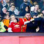Man Utd và Liverpool bị phạt nặng vì để CĐV quậy phá
