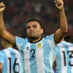 Pha vô lê cắt kéo giúp Argentina phục hận Chile