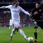 Pique tái diễn trò châm chọc Real Madrid