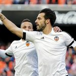 Gary Neville giành chiến thắng thứ hai với Valencia