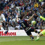 Ronaldo soán ngôi đầu của Suarez về tổng thành tích cá nhân