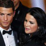 Chị gái Ronaldo châm chọc Pique sau trận El Clasico