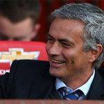 CĐV Man Utd kêu gọi thay Van Gaal bằng Mourinho