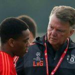 Martial bật cười khi thấy Van Gaal tức giận