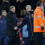 Wenger khẩu chiến với Koeman trong đường hầm