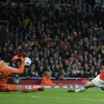 Wenger, Giroud xem Petr Cech là người hùng